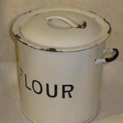 FLOUR缶